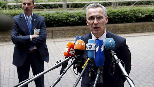 Генсек НАТО: Росія постачає сучасну зброю бойовикам на Донбасі