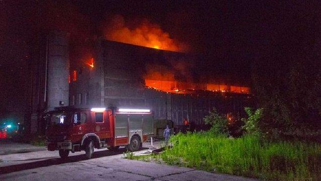 Біля Львова згорів деревообробний комбінат