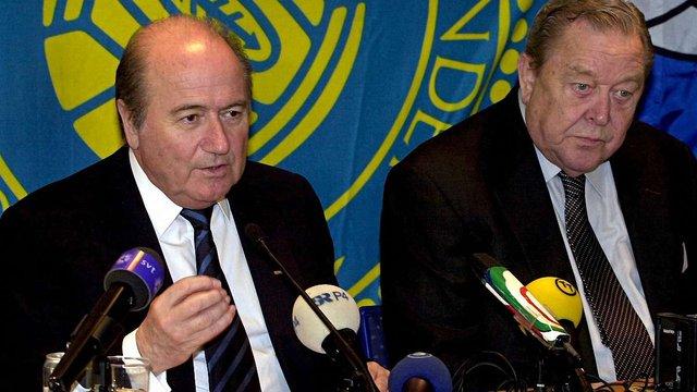 Блаттер причетний до хабара ПАР за право проведення ЧС-2010, - екс-глава УЄФА
