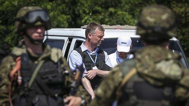 У зоні АТО бойовики обстріляли групу спостерігачів ОБСЄ та СЦКК, - РНБО