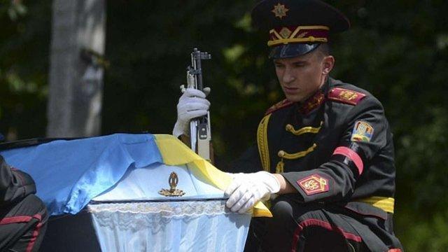 З початку АТО офіційно загинули 1723 українських військовослужбовця, - радник президента