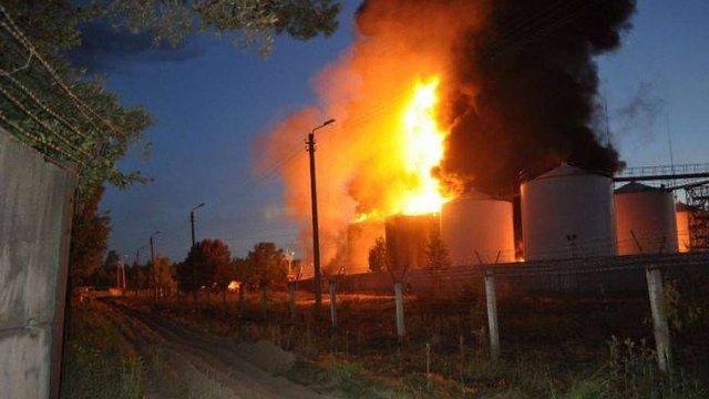 Рятувальники не дозволили пожежі з нафтобази перекинутися на ліс
