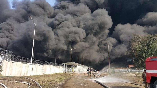 На палаючій нафтобазі знайдено тіла трьох рятувальників, які вважалися зниклими безвісти