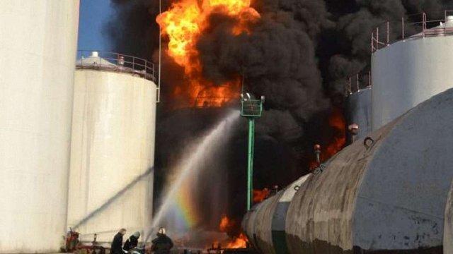 Нафтобаза, яка горить вже другий день, виготовляла фальсифіковані нафтопродукти, – МВС