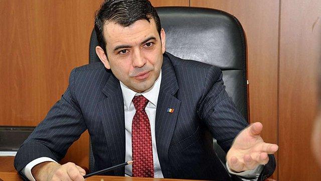 Прем'єр Молдови подав у відставку через скандал з дипломом про вищу освіту
