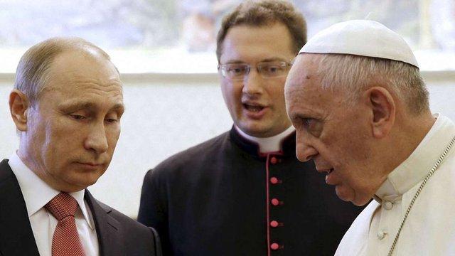 Єпископ УГКЦ пояснив, що означає подарований Папою Франциском медальйон для Путіна