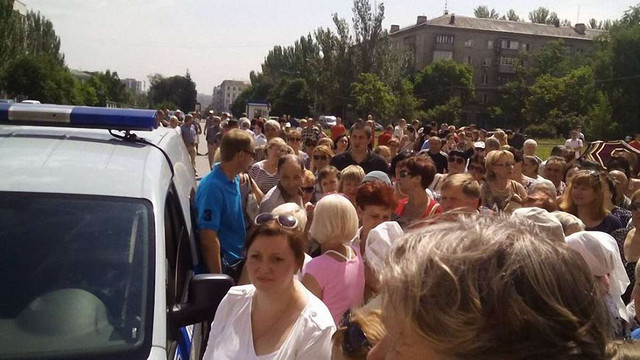 У Донецьку біля «будинку уряду ДНР» стихійний мітинг (фото, відео)