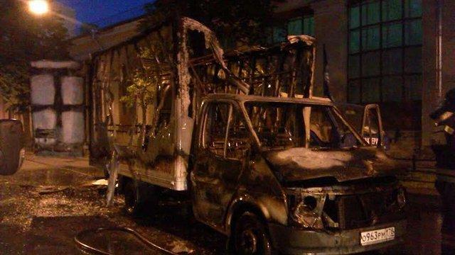 У Санкт-Петербурзі спалили машину агітаторів за ДНР і ЛНР
