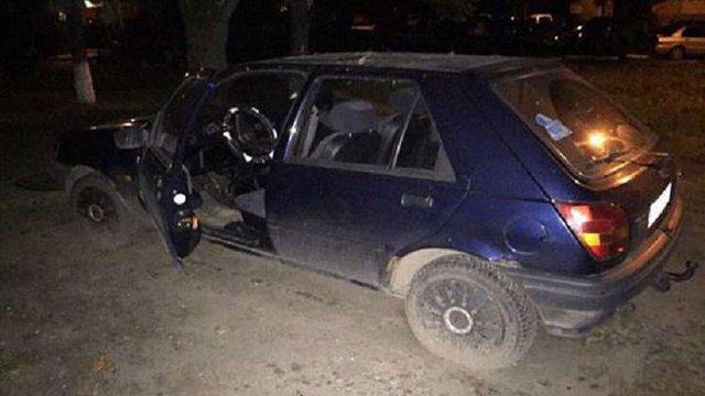 На проспекті Чорновола двох підлітків впіймали на гарячому під час крадіжки автомобіля