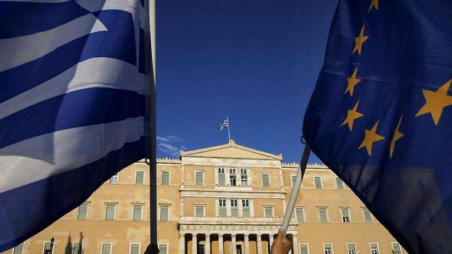 ЄС скликає екстрений саміт через можливий дефолт Греції