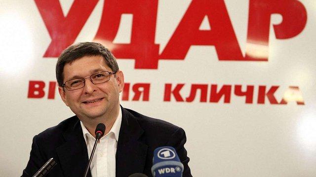 В АП пояснили, чому Порошенко відправив закон про Януковича до КС