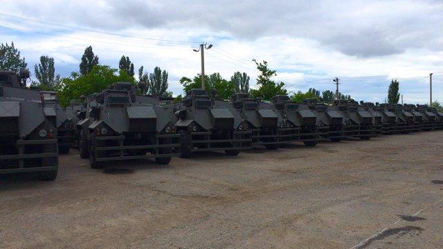 Українська армія отримала 55 британських бронемашин Saxon
