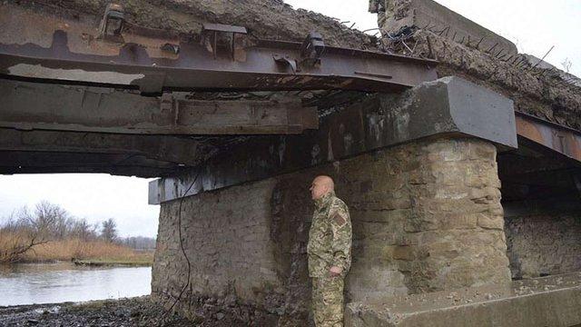 Через підрив мосту село Троїцьке повністю відрізане від постачання гуманітарної допомоги