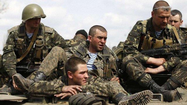 Уряд приготував нові надбавки військовим, які після демобілізації перейдуть на контракт