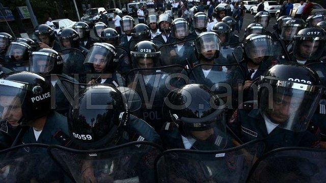 Поліція брутально розігнала акцію протесту в центрі Єревану