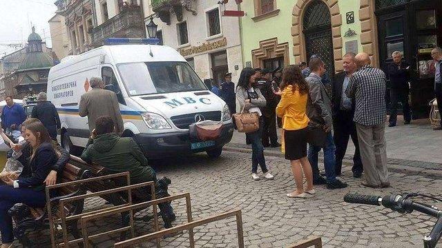 Анонім повідомив про замінування банку в центрі Львова