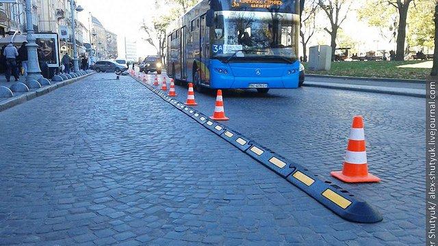 На 8 вулицях у Львові відмежують смуги руху громадського транспорту