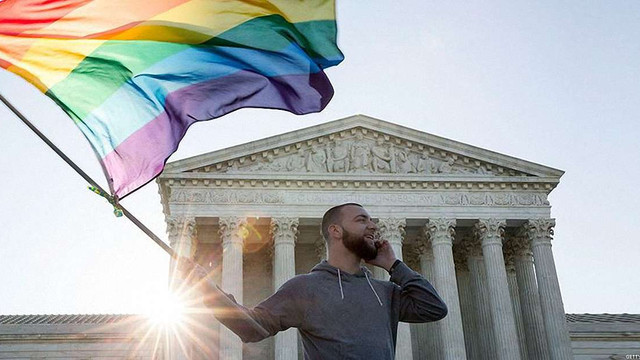 США після двадцятирічних судових слухань легалізували одностатеві шлюби у всіх штатах