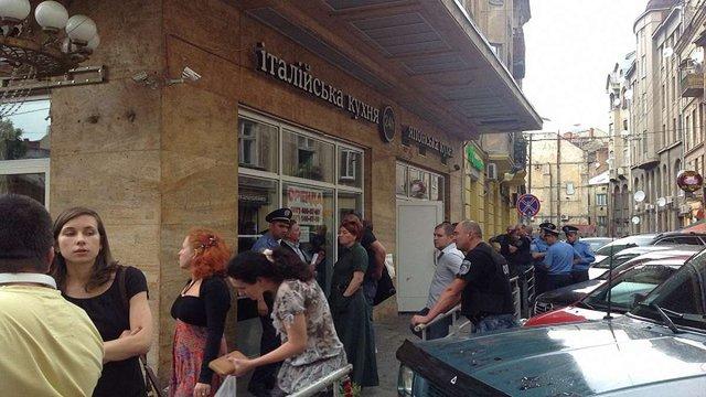 У центрі Львова невідомі захопили ресторан «Мафія»