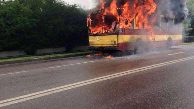 У Львові дотла згорів пасажирський тролейбус