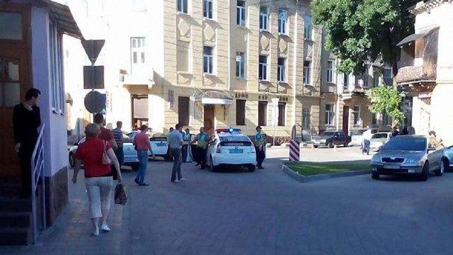 На тротуарі в центрі Львова знайшли тіло чоловіка