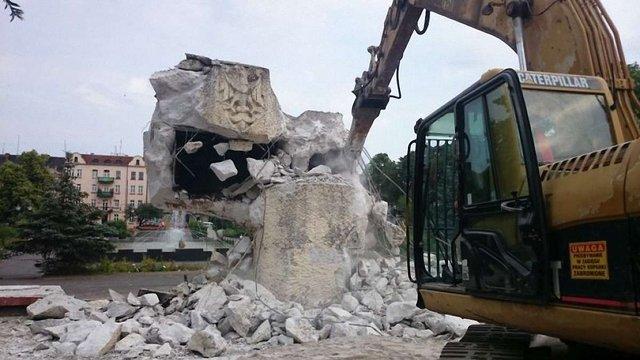 У Москві обурилися, що Польща не погодила знесення радянсько-польського пам'ятника