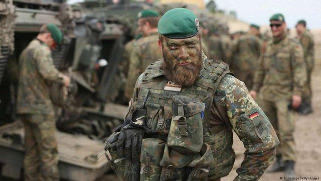 Німецькі військові їдуть до України
