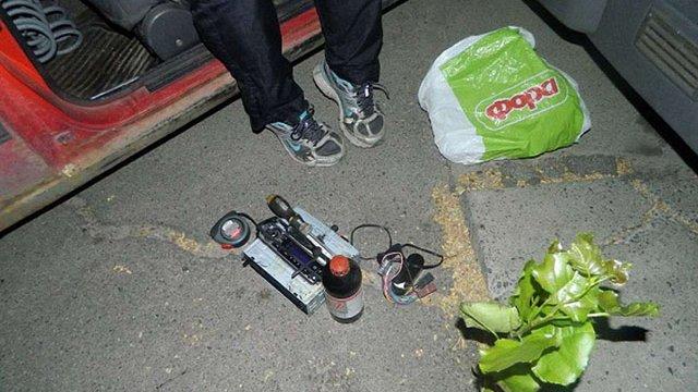 У Києві крадія затримали в салоні автомобіля, який він обкрадав