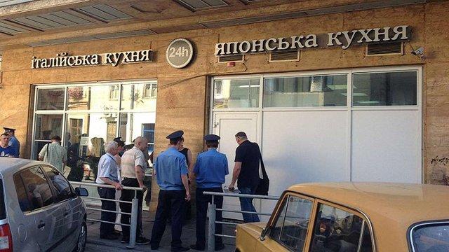 У центрі Львова триває конфлікт за приміщення ресторану «Мафія»