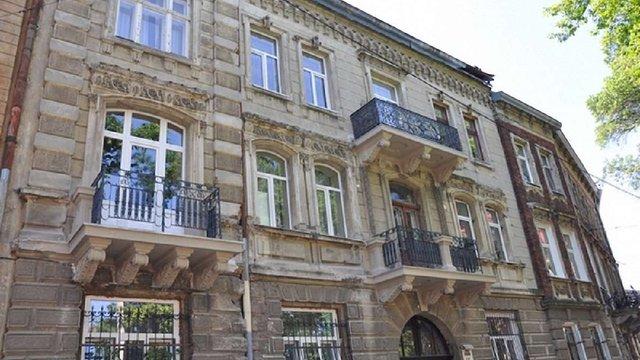 На вулиці Короленка у Львові відреставрували три балкони