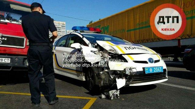 У Києві патрульне авто врізалося в маршрутку