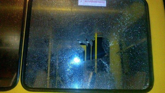 У Львові із травматичної зброї обстріляли маршрутку із пасажирами
