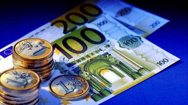 Євро зміцнює курс на тлі позитивних новин з Греції
