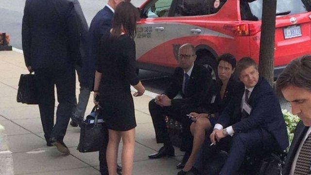 У Вашингтоні Арсеній Яценюк закурив після зустрічі з Обамою і Байденом