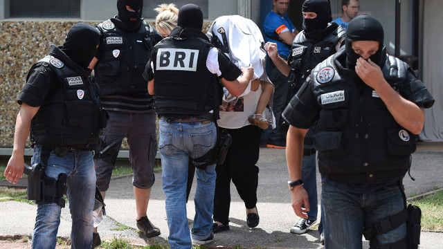 У Франції арештовано чотирьох осіб за підозрою у підготовці терактів на військових об'єктах