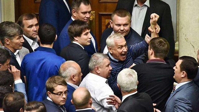 Парасюк пояснив, чому накинувся на Насірова у парламенті