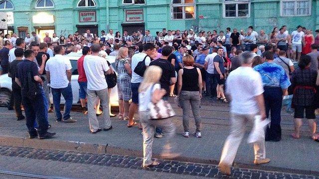 Дрібне ДТП у центрі Львова ледь не спровокувало масову бійку
