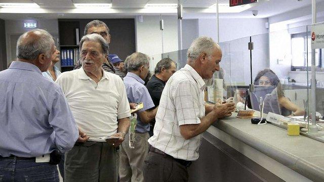 У Греції після трьох тижнів перерви знову запрацювали банки