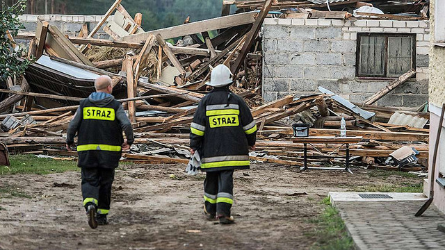 Над Польщею бушувала буря: одна особа загинула, 17 поранено