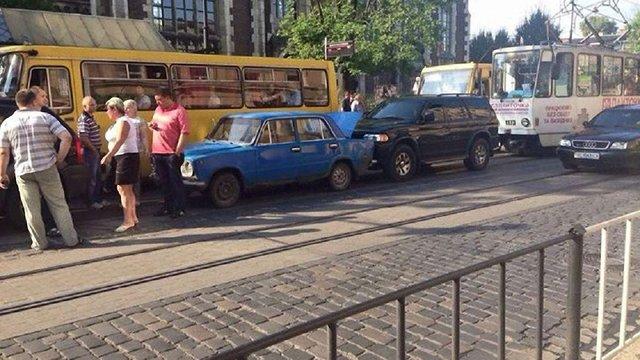 ДТП на Городоцькій заблокувала транспортний рух