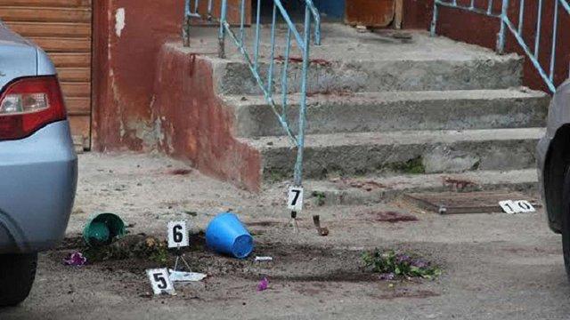 У Рівному 48-річного чоловіка розстріляли на порозі власної квартири
