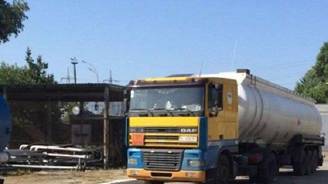 На Київщині вилучили майже 40 тонн нафтопродуктів, з яких виробляли фіктивне моторне паливо