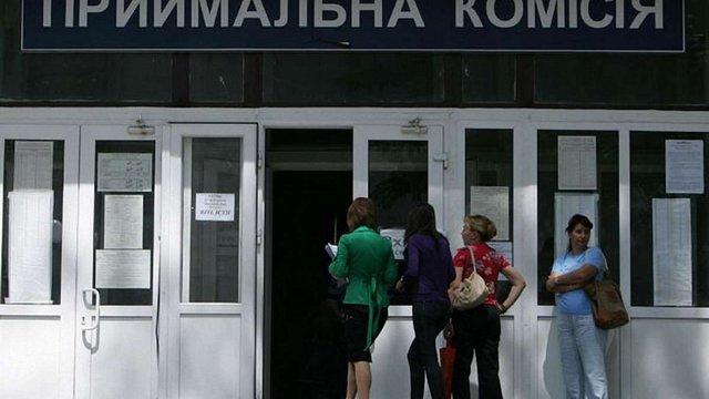 Вступникам з Криму та Донбасу дозволили подавати документи до вишів без довідки про приписку