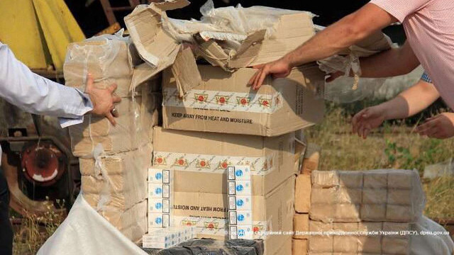 Прикордонники вилучили більше 300 ящиків контрабандних цигарок на Закарпатті