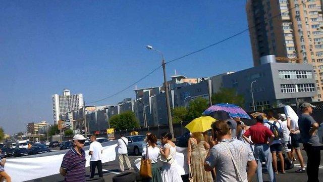 У Києві перекрили проспект і запалили шини, протестуючи проти забудови на березі Дніпра