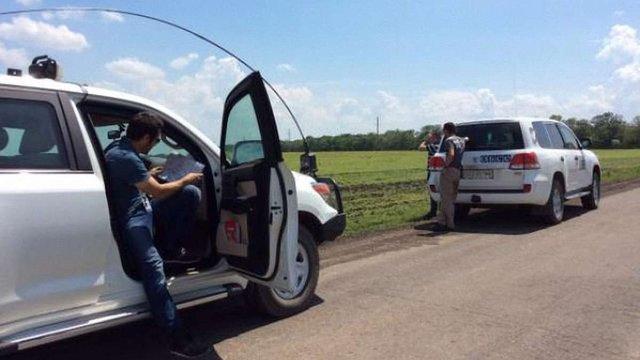 Спостерігачі ОБСЄ потрапили під обстріл з мінометів і АГС біля міста Щастя