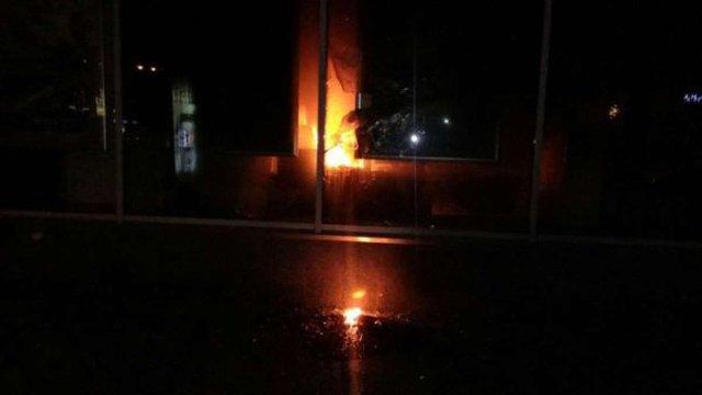 У Львові підпалили центральний офіс «Сбербанку Росії»