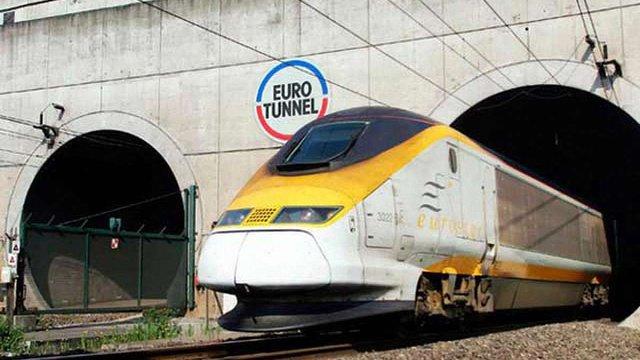 Дві тисячі мігрантів намагалися потрапити з Франції до Великобританії тунелем через Ла-Манш