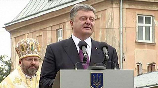 Через військову агресію Росії українці значно збідніли, - президент
