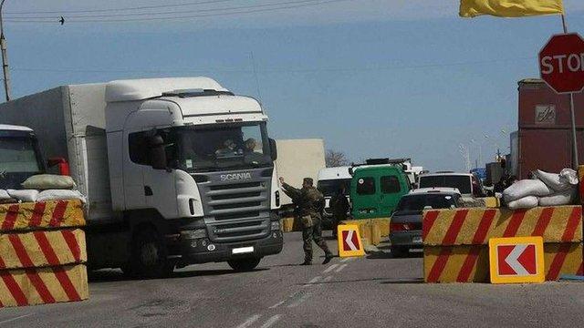 Волонтер викрив новий метод контрабанди на контрольовану бойовиками територію